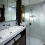 88MY Starboard Bathroom.jpg