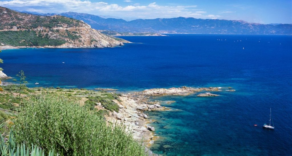 Чартер яхт в Корсике: Дивная красота и очарование природы и моря