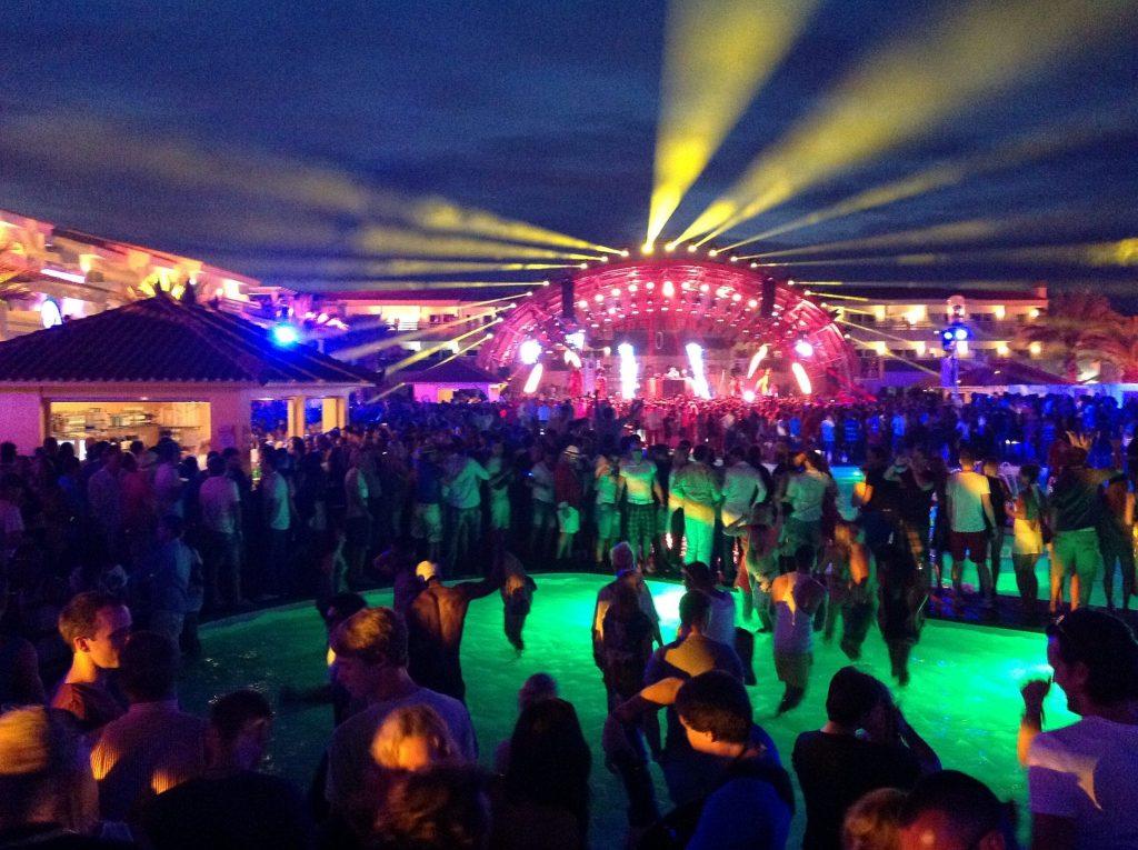 ibiza club vacanza yacht
