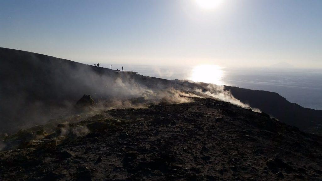 trekking eolie vulcano