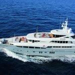 2-ladies-yacht-pic_005