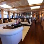 2-ladies-yacht-pic_015