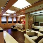 2-ladies-yacht-pic_024