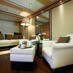 2-ladies-yacht-pic_025