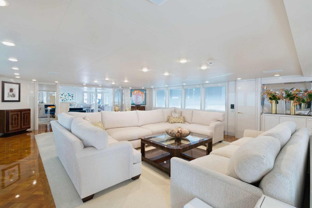 Glamorous white sofas on SHE'S A 10