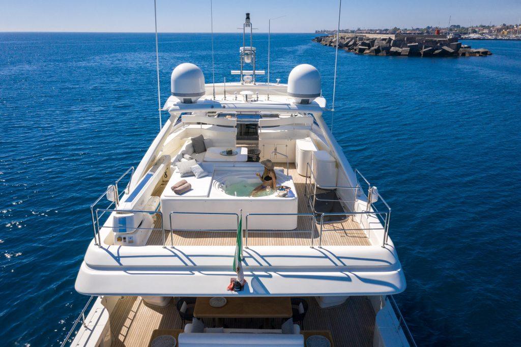 Jacuzzi On Yacht Charter Ethna