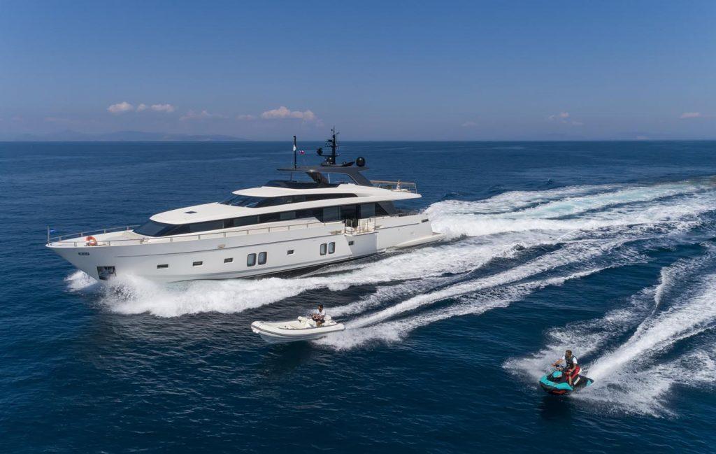 Cruising Dinaia Motor Yacht For Charter In Greece