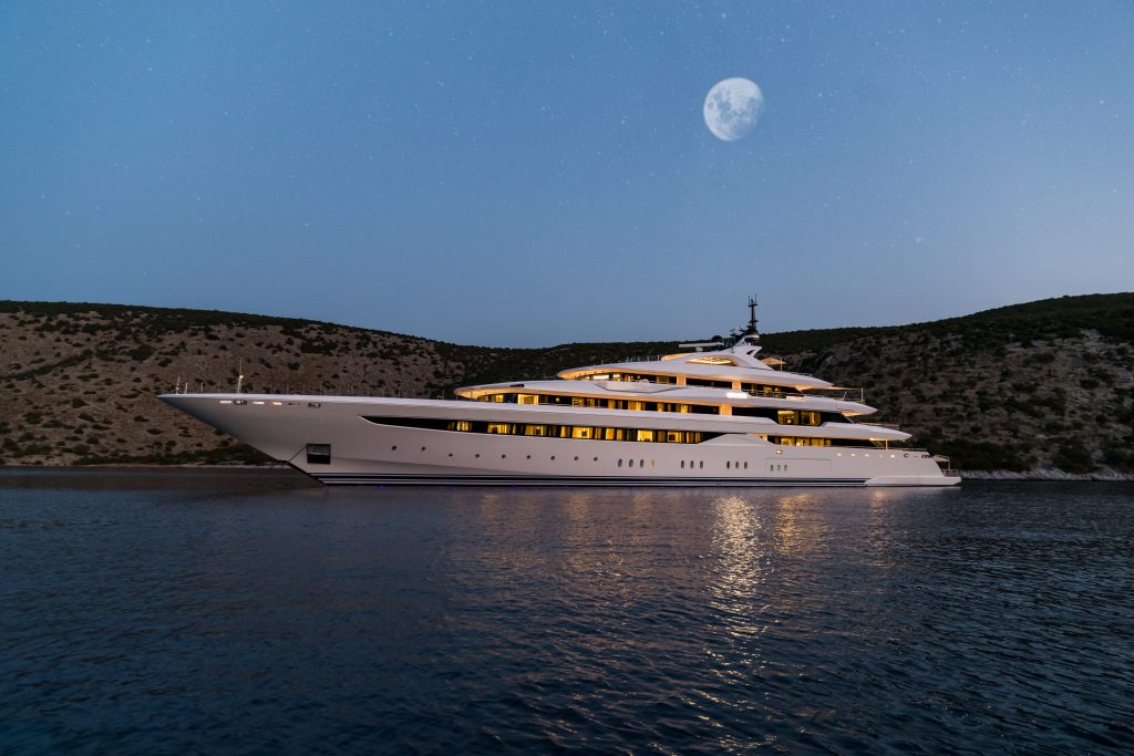 O'Pari Motor Yacht For Charter In Greece By Moonlight